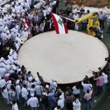 New record: the plate of hummus weighs in at 10,452 kilograms, the size of Lebanon in square kilometers